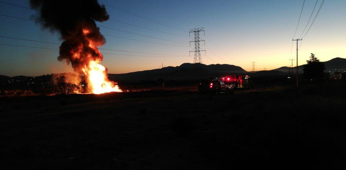 Registran incendio en toma clandestina de Axapusco