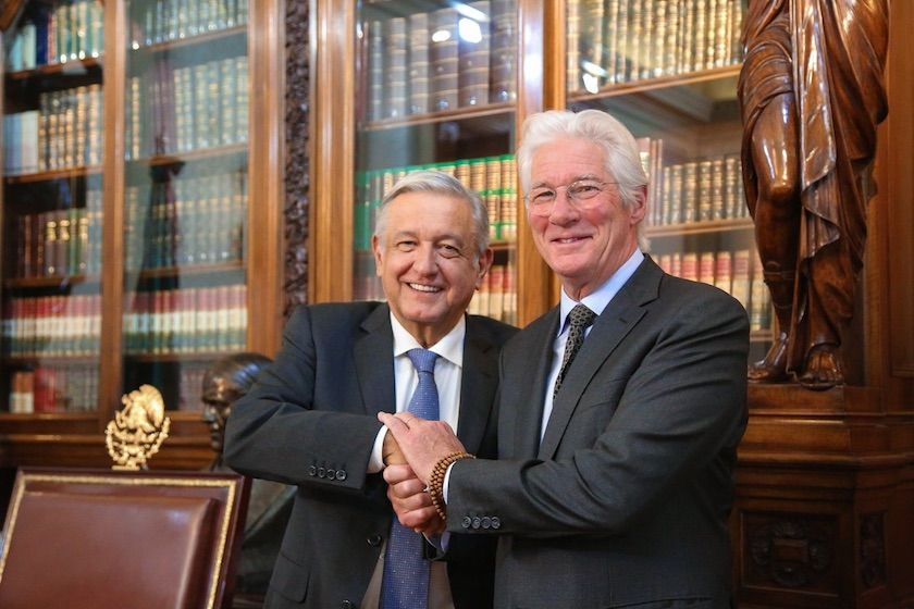 AMLO recibe al actor Richard Gere en Palacio Nacional