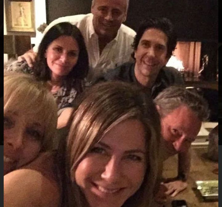 Jennifer Aniston sorprende fans con foto del elenco de 'Friends' en Instagram