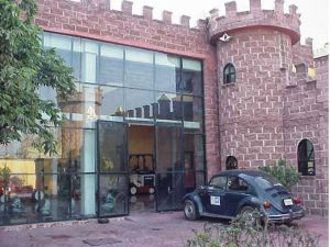 ***Rento o Vendo  preciosas oficinas en Ecatepec Edo. México consta de lo siguiente:***   2 Oficinas  2 Sanitarios 1 Bodega interna de 40 mts 1 Sala de exhibición de 300 mts y 6 mts de altura, completamente techada con 2 domos 1 Departamento en