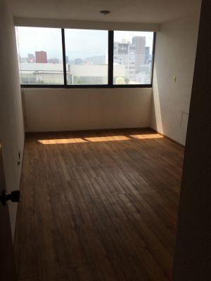 Departamento en Renta, Polanco.  150 m2, Mantenimiento $2,300.00  Sala, comedor, cocina, 2 recamaras con amplios closets, 2 baños, cuarto de servicio, 1 lugar de estacionamiento con opción a 2.  Vigilancia las 24 hrs.