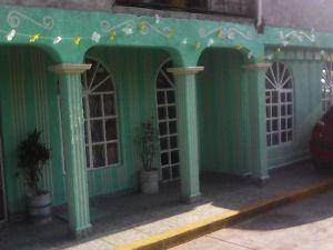 Se Renta casa en Santiaguito Texcoco, exelente ubicacion, a solo 5 minutos del centro y muy cerca de LA Alameda municipal, del centro comercial patio texcoco y plaza LA morena.  Cuenta con sala, comedor, cocina, baño, 2 recamaras y traspatio,