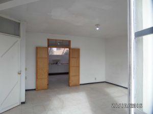 - Departamento amplio (65 m2) a 2 cuadras del centro de Texcoco - 2 cuartos, cocina y baño - Terraza con zona de servicios - Ubicado en Fray Pedro de Gante Norte #407