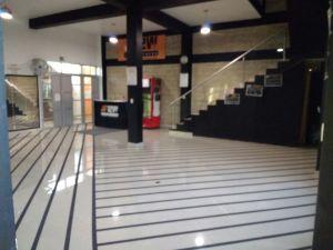SE RENTAN  PISO PARA USO COMERCIAL   Se renta piso comercial en la zona de Chiconcuac a una cuadra de la presidencia nueva de Chiconcuac.  Ideal para un gimnasio o una academia de baile o bien se pueden adaptar