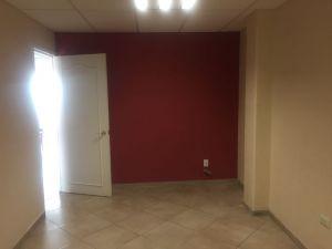 Se renta para consultorio médico, lugar amplio para adecuar cómodamente, cuenta con sala de espera, exelente ubicación en Texcoco, calle cerrada de Brasil colonia Las Americas