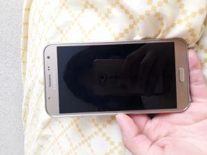 Samsung j7 lite con un año de uso estetica de 9.5 sin ninguna falla color dorado precio $3,000 negociable solo efectivo