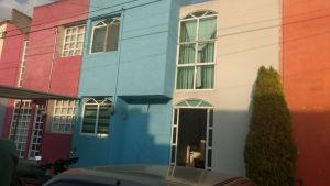 Se vende casa en el Fraccionamiento El Xolache, Texcoco. Sala, comedor, cocina amplia, cuarto de lavado, dos recámaras y baño completo.