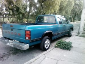 Vendo  camioneta  (dodge dakota). modelo 93  cabina y media  caja larga  6 cilindros  motor 3.9. L.  Todo pagado vidrios eléctricos  pedimento . todo en regla .verificación pagada