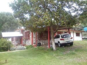 HERMOSA VISTA Y TRANQUILIDAD. Vendo casa de campo en La Purificación, Texcoco. 1245 metros cuadrados, 245 de construcción, una planta. 4 recámaras, sala, comedor, cocina, 2 baños, tanque estacionario, suficiente agua y hermoso jardín. Precio a tratar