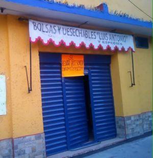 Rento accesoria en la zona de iztapala en la col. de san lorenzo tezonco,sobre una de las avenidas principales,bien ubicada,estamos a un costado de una escuela primaria,el costo de la renta es de $3500 incluye agua y la luz es
