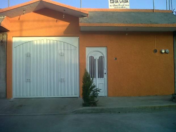CASA NUEVA, UBICADA A 10 MIN DEL CENTRO COMERCIAL PUERTA TEXCOCO, 5 DEL CENTRO CULTURAL MEXIQUENSE BICENTENARIO, TODOS LOS SERVICIOS,2 REC 2 BAÑOS CISTERNA, TERRAZA, COCINA SALA COMEDOR AMPLIOS,INF. 5564061027 Y 595 9510602