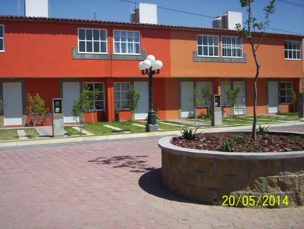 Preciosa casa dentro de privada, con gym, areas verdes, juegos infantiles, asadores, a 15 min de Texcoco