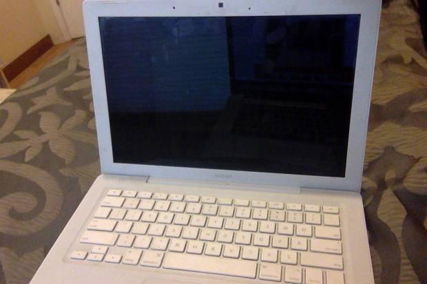 Macbook 4.1 Memoria 2gb  (Fallo pequeño en la pantalla)