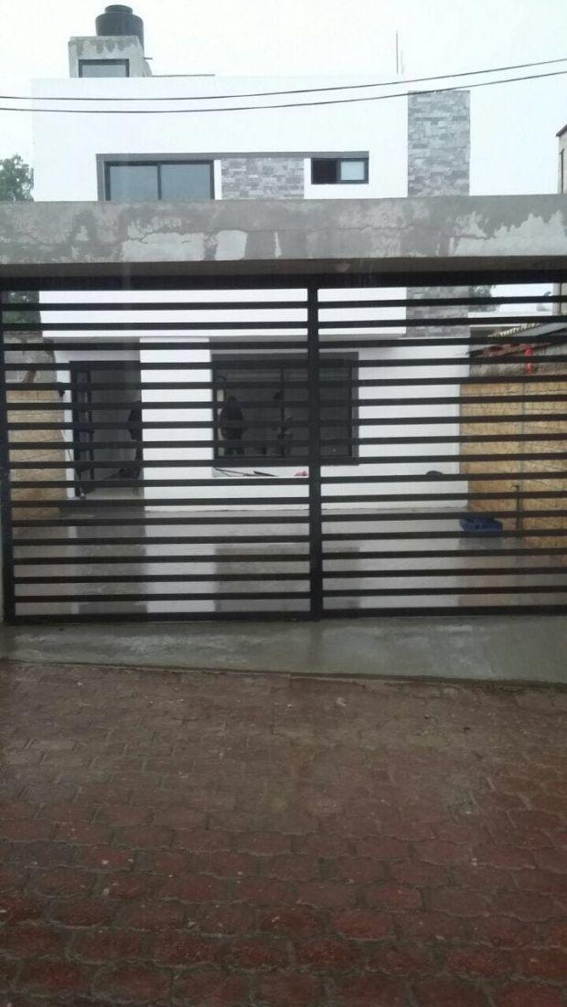 SE VENDE CASA NUEVA. San Luis Huexotla, Texcoco, Estado de Mexico.  Superficie 193 m2 Construcción 162 m2  3 Habitaciones  1 1/2 Baños Garaje para 2 vehículos. Cisterna  Jardín amplio