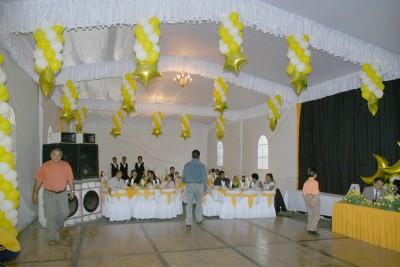 Decoracion de fiestas y arreglos con globos servicio for Decoracion con globos precios