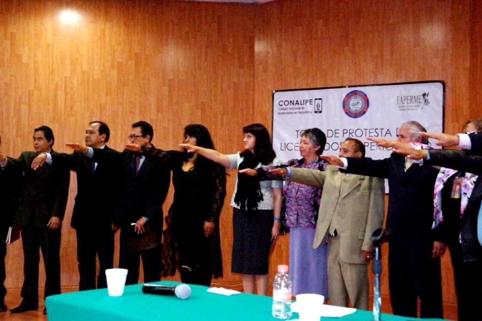 Emotiva y solemne Toma de protesta de los licenciados en periodismo e ingreso a CONALIPE