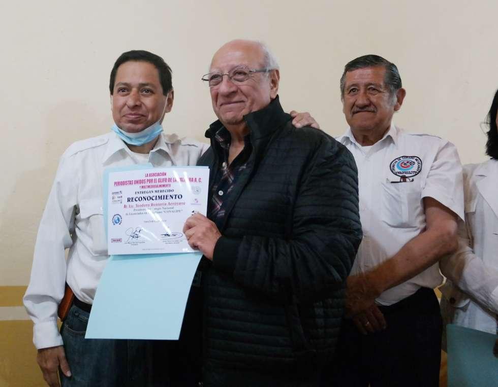 PUGPAC entrega reconocimiento al Lic. Teodoro Rentería Arróyave