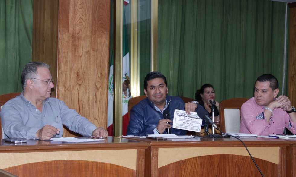 Adán Gordo Ramírez, secretario del Ayuntamiento de Texcoco y Ricardo Arellano Mayer, director de Seguridad Pública