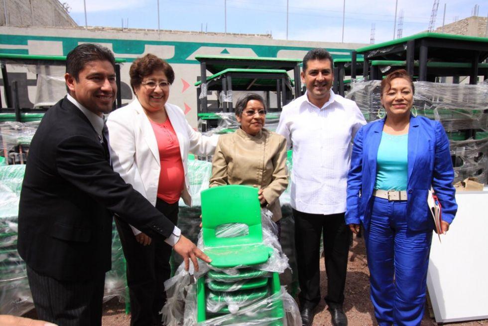 M s de 80 mil estudiantes chimalhuacanos de nivel b sico for Mobiliario para estudiantes