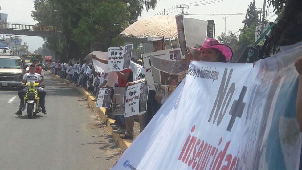 Más de 15 mil personas en la caravana humana contra la corrupción en Los Reyes La Paz