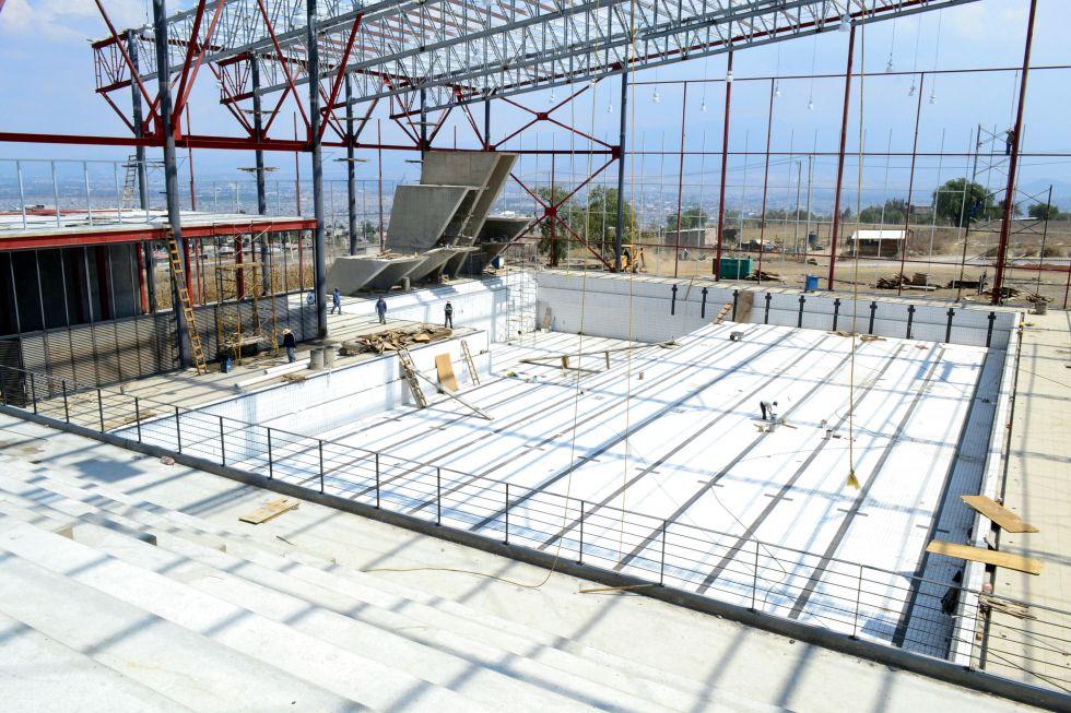 Construcci n de alberca ol mpica se realiza bajo estricta for Construccion de albercas en mexico