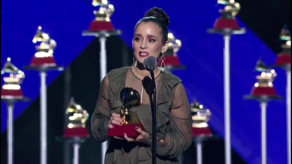 Mejor álbum de pop rock para Julieta Venegas en los Grammy Latino