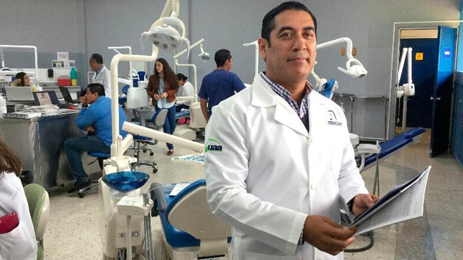Mexicano gana concurso europeo por aportaciones a microimplantes dentales