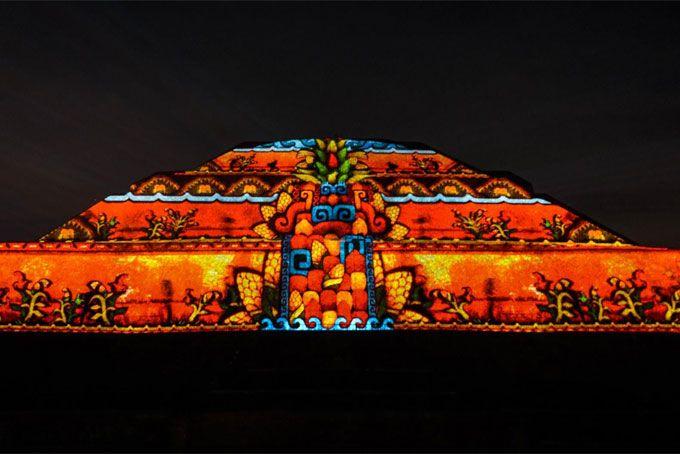 Experiencia nocturna ampl a un d a m s al espect culo de for Espectaculo de luz y sonido en teotihuacan