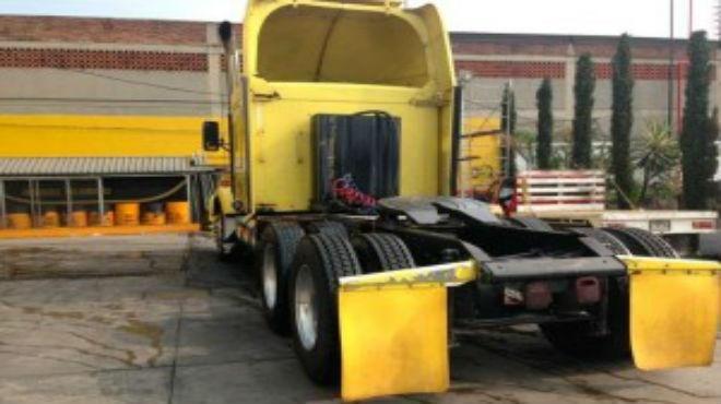 Recuperan trailer con mercancía robada en Texcoco