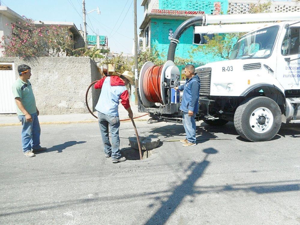 Fernanda de la Rosa: Apoya con desazolve y pipas de agua a comunidades de Ecatepec