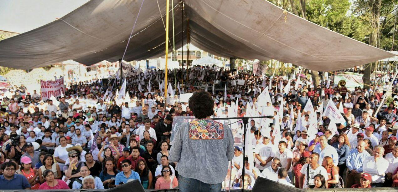 Delfina Gómez es arropada por 25 mil militantes en Edomex