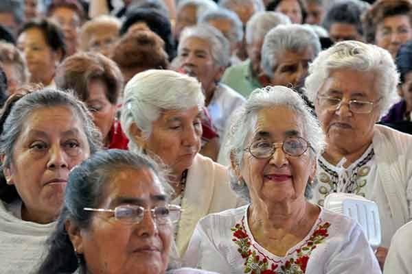 Desde la mirada psicológica analizan en la UNAM el envejecimiento y la vejez