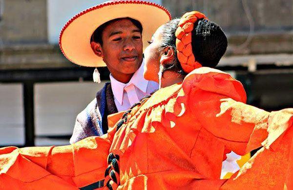 Excelente participación de ballet folklórico 'Macehuani'