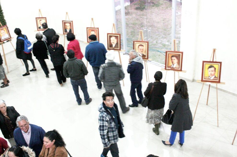 Exhibe Raúl Bravo Millán obra pictórica de presidentes municipales en El Faro, Texcoco