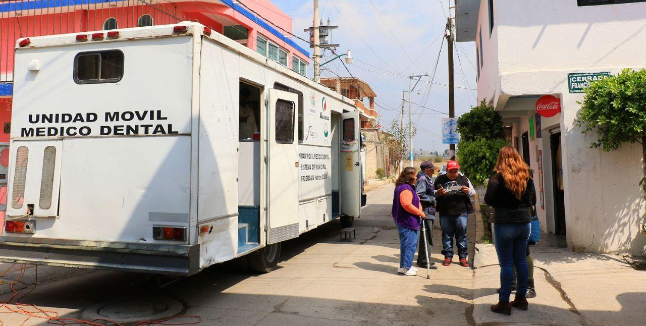Brinda DIF apoyo en salud  a personas vulnerables en Chimalhucan