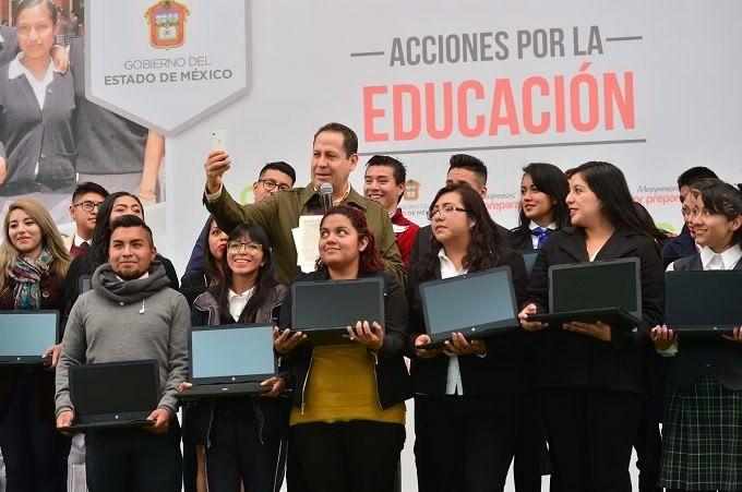 Anuncia Eruviel Ávila entrega de 20 mil laptops a estudiantes de excelencia