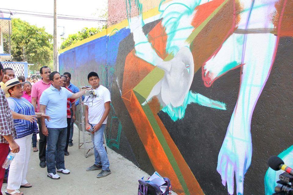 Supervisa Evodio trabajos de mejoramiento de fachadas y murales en Acapulco