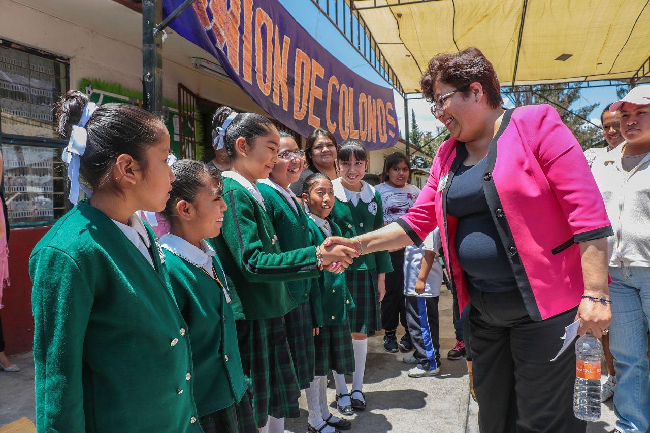 Alcaldesa atiende necesidades en planteles educativos