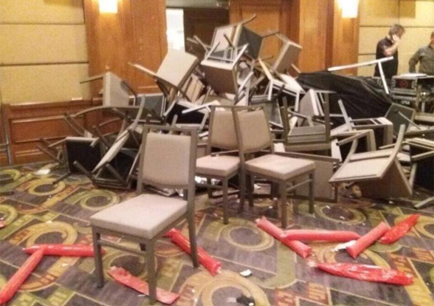 Se agarran priistas a sillazos en un hotel de Nuevo León