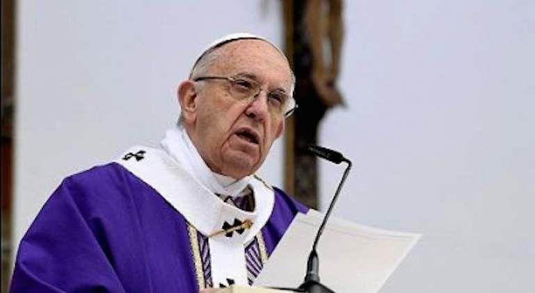 El Papa Francisco reza con niños mexicanos por víctimas del sismo