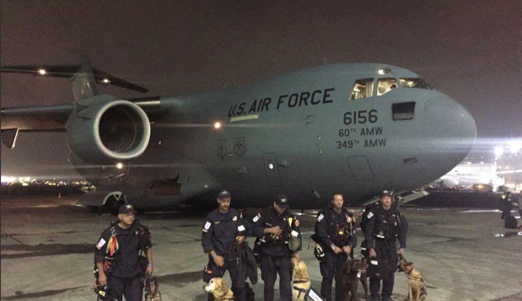 Rescatistas de Los Angeles llegan a CDMX para apoyar rescates tras sismo