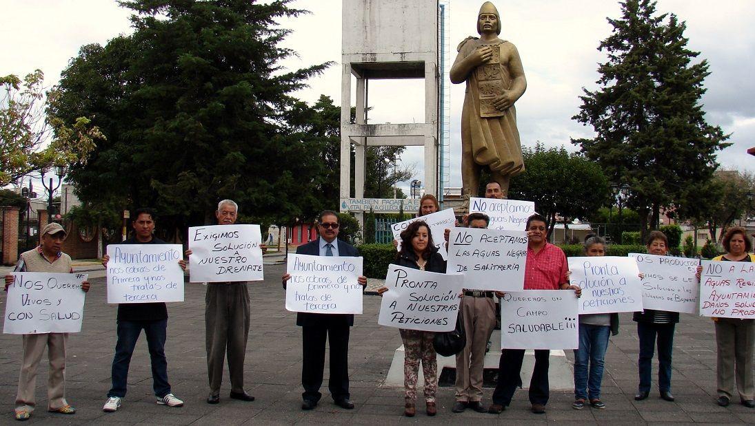 Autoridades auxiliares y habitantes de la comunidad de Boyeros, exigen al Gobierno de Texcoco resuelva el problema de Drenaje