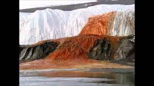 Las Cataratas de Sangre, un fenómeno natural sorprendente en la Antártida que seguramente desconocía.