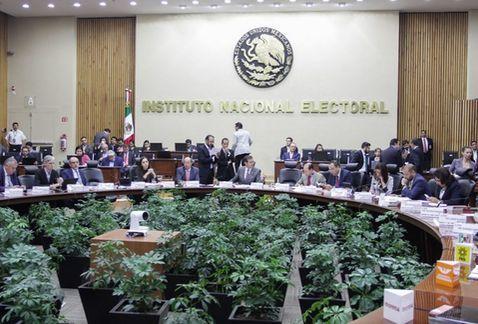 INE recibe registros de candidatos rumbo a 2018, pululan las candidaturas independientes.