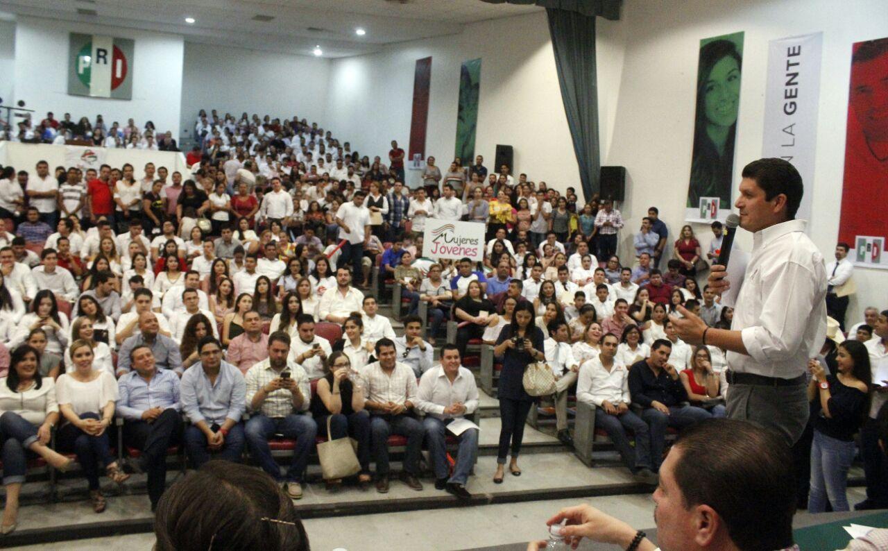 El PRI es el partido de los jóvenes: Pablo Angulo Briceño