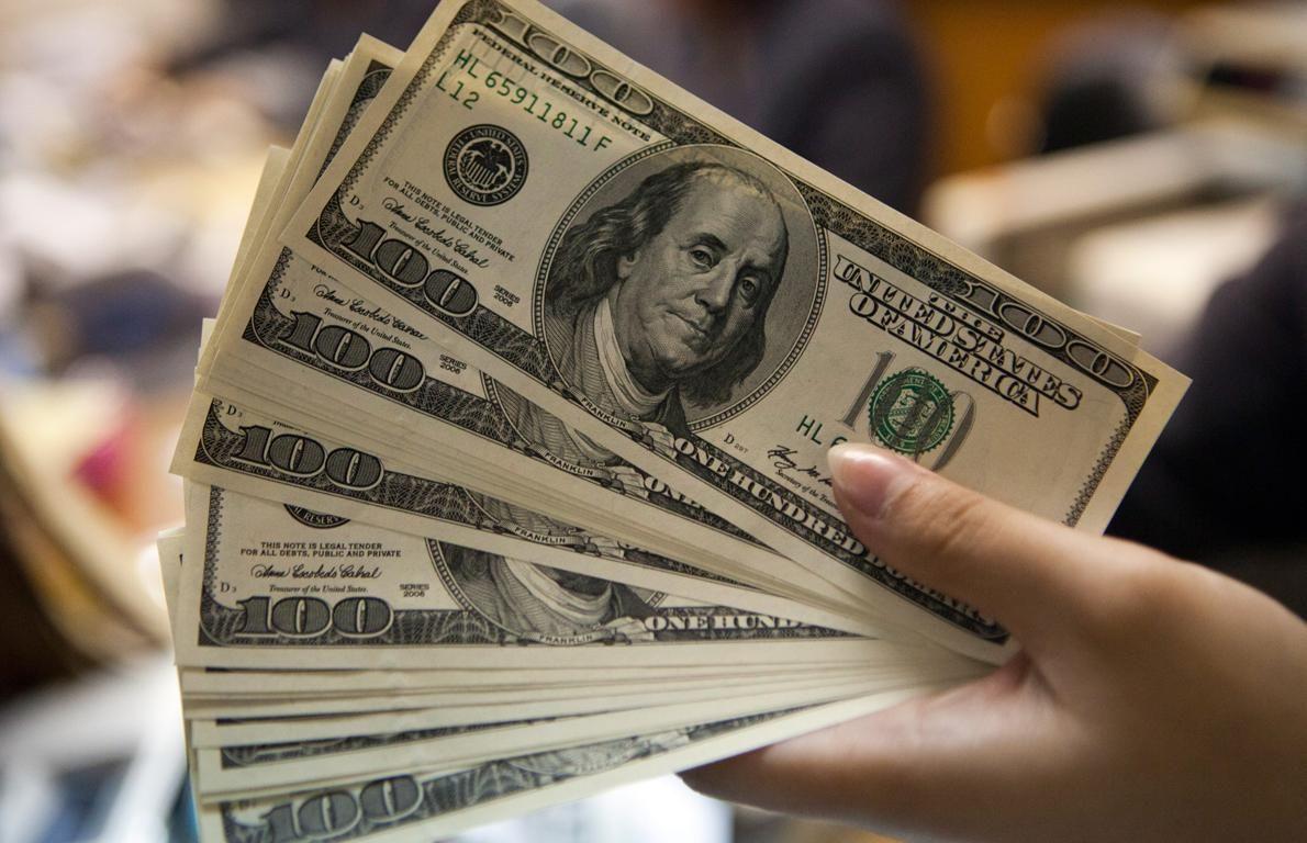 Dólar sigue a la baja, se vende hasta en 19.25 en bancos