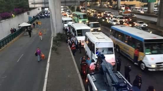 Movilización de trasnportistas desquicia la México-Toluca