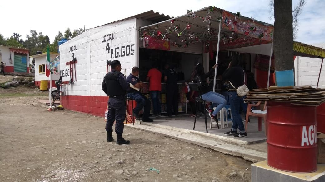 Policía local implementa operativo en Tianguis de pirotecnia