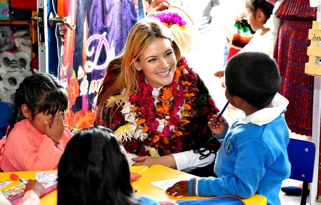 Fernanda Castillo visita a beneficiarios mazahuas de desayunos escolares fríos - todotexcoco.com