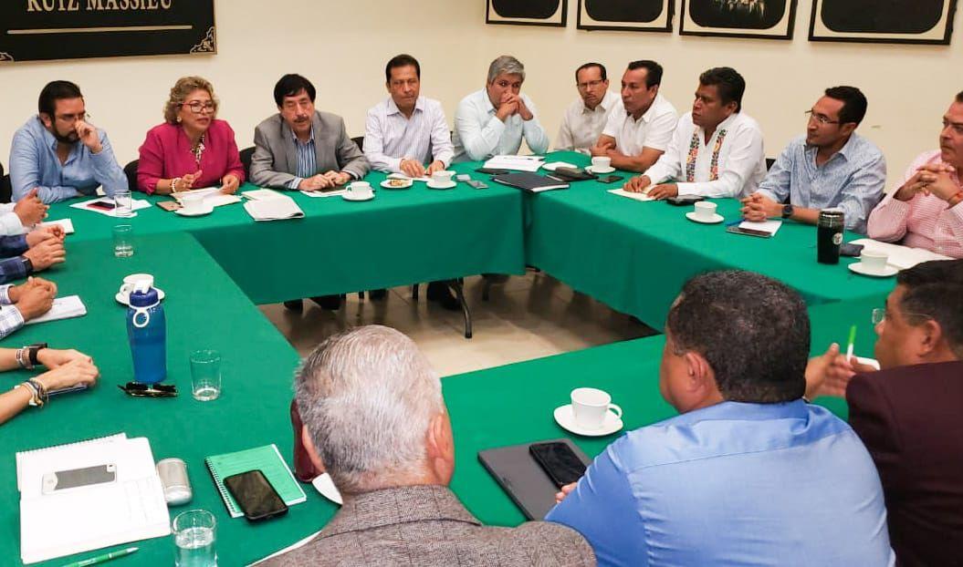 Encabeza Adela Román reunión con diputados de Morena - todotexcoco.com